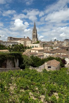 View on the little Bordeaux Village Skyline in the sun and greenery